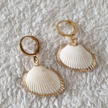schelp oorbellen goud wit